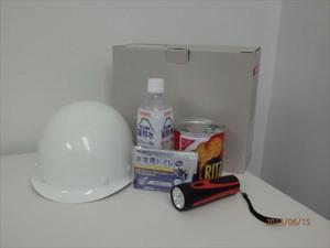 災害に備え、各部屋に備蓄品・防災グッズを装備